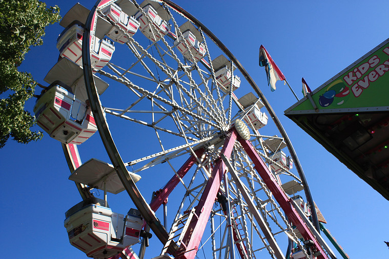 Ferris wheel at the Salmon Days carnival